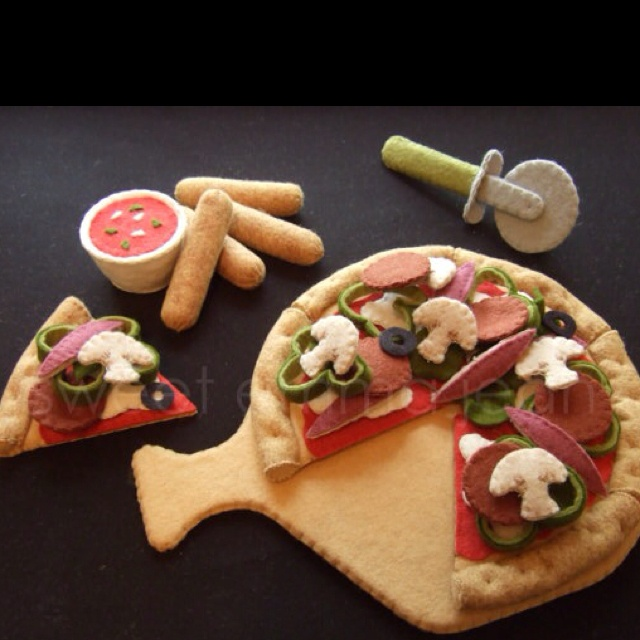 Felt pizza that I'm planning to sew one day soon!!