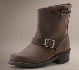 """//Frye Boot//  @Shelley Slack Williams- Seattle, WA- Creative Director working in the digital/interactive design industry. """"I have these boots in black and gaucho and wear them EVERY day!"""" #cuyana #women #essentials"""