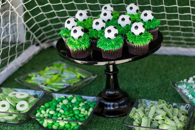 Green candy and cupcakes at a Soccer Party #soccer #partytreats