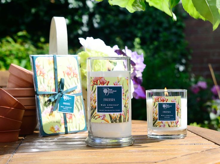 These attractive, classic candle tins appear small but they are big on English Garden floral fragrance #rhs #homefragrance #homedecor