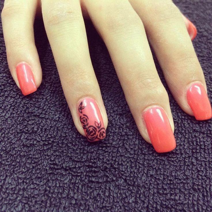 Ongles au gel. Ongles corail. Fleurs. Nails art. pink nails. Flowers