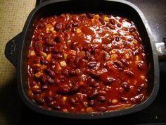 """Das perfekte Chili con Carne """"Spezial""""-Rezept mit Bild und einfacher Schritt-für-Schritt-Anleitung: Die Zwiebeln und das Hack in dem Olivenöl anbraten."""