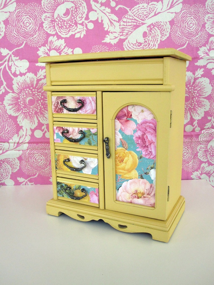 1000 images about diy jewelry box ideas on pinterest for Old jewelry box makeover