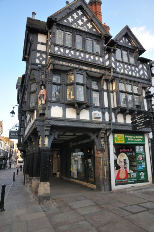 With Tudor style architecture buildings, Chester gives an unforgettable charming British experience to foreigners who visits