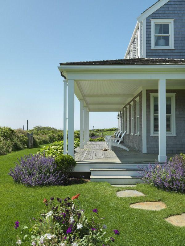 Beautiful verandah.....looks very peaceful