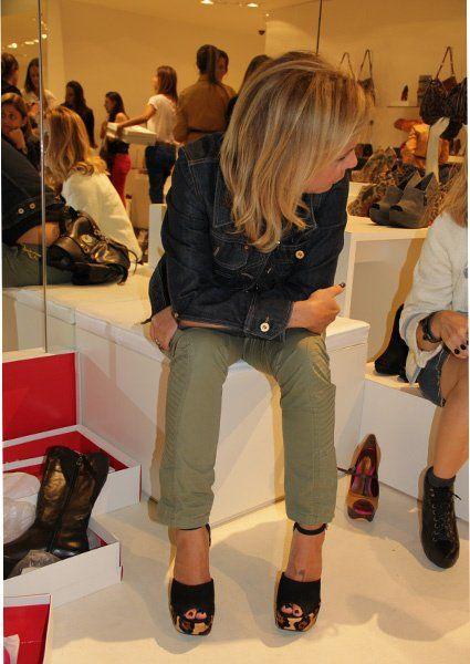 Ontem Cris, eu, Lala Rudge (Blog da Lala Rudge), Lelê Saddi (Blog da Lelê Saddi) e Bruna Ribeiro (MakeFor) fomos no lançamento do novo site da Schutz e de quebra ainda conferimos a nova coleção. Preparem-se, vocês vão amar!!! Agora, para vocês conferirem todos os sapatos lindos que vimos ontem, entrem no site da Schutz, …