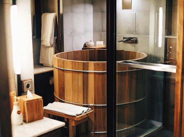 Gonna miss this tub #randomsnap #bathtub #japanesebathtub #japanesestyle #bali #bismaeight #holiday #comfy #chill #chillax #hotelroom #vscocam #vscogram by ronald_meyer