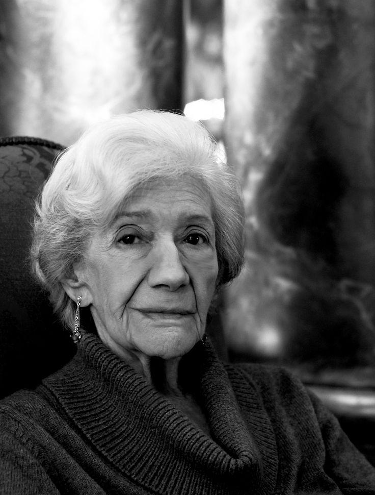 Ana María Matute Ausejo (Barcelona, 26 de julio de 1925), novelista española, miembro de la Real Academia Española, donde ocupa el asiento K y la tercera mujer que recibe el Premio Cervantes, obtenido en 2010. Ha sido profesora invitada en las universidades de Oklahoma, Indiana y Virginia. Matute es una de las voces más personales de la literatura española del siglo XX.