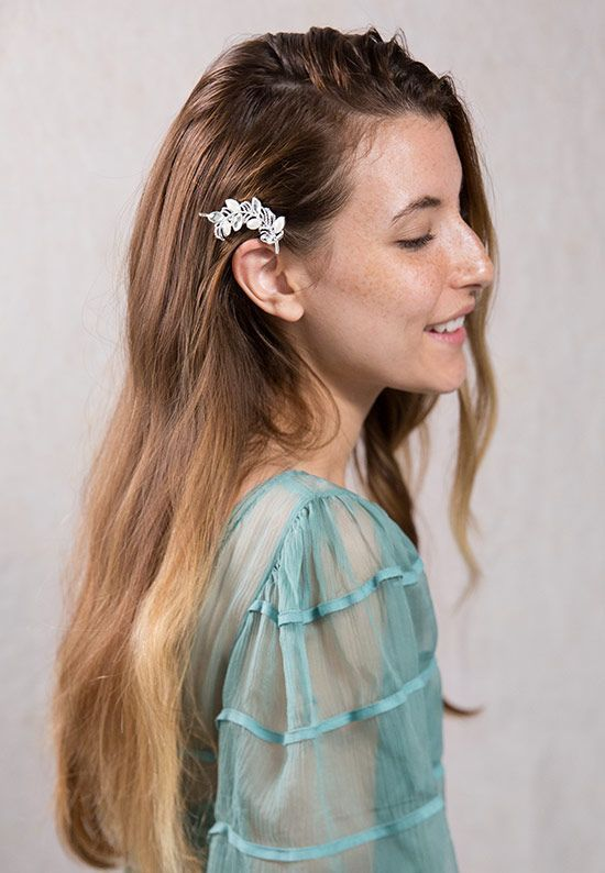 These elegant peacock feather bobby pins with pearl and crystal are the perfect hair accessories for special occasions or to add glamor to everyday ha
