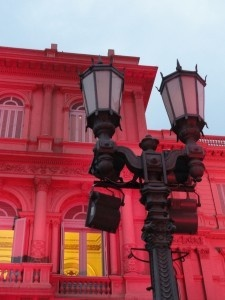 The Casa Rosada (Pink House) is one of the main landmarks in Buenos Aires! Holy crap, is it really that pink?!