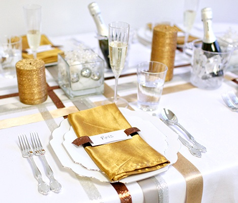#NewYears #Tablescape using #Elegant #Disposable #Dinnerware