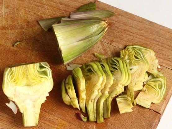POLPETTINE DI TACCHINO FRITTE 4/5 - Friggetele in abbondante olio caldo finché saranno leggermente dorate quindi scolatele sopra la carta assorbente.