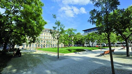 Der Neustädtische Kirchplatz in #Berlin Mitte. Das LUX liegt im direkten Umfeld von Unter den Linden und der Friedrichstraße in kompromisslos zentraler, aber gleichzeitig ruhiger Lage am Neustädtischen Kirchplatz.