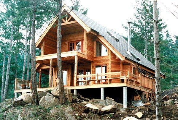 Proyecto en madera de 132 m2 en la cual la primera planta tiene salón comedor, cocina, dormitorio y baño.   en el segundo nivel dos dormito...