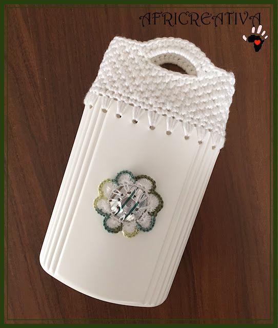 AFRICREATIVA: contenitore in plastica con fiore realizzato con cialde del caffè