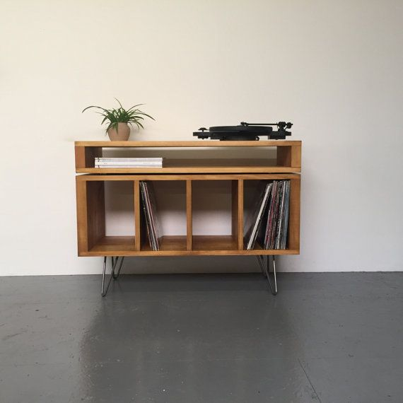 Gestapeld Sonor TV / Media Console Vinyl Record opslag of