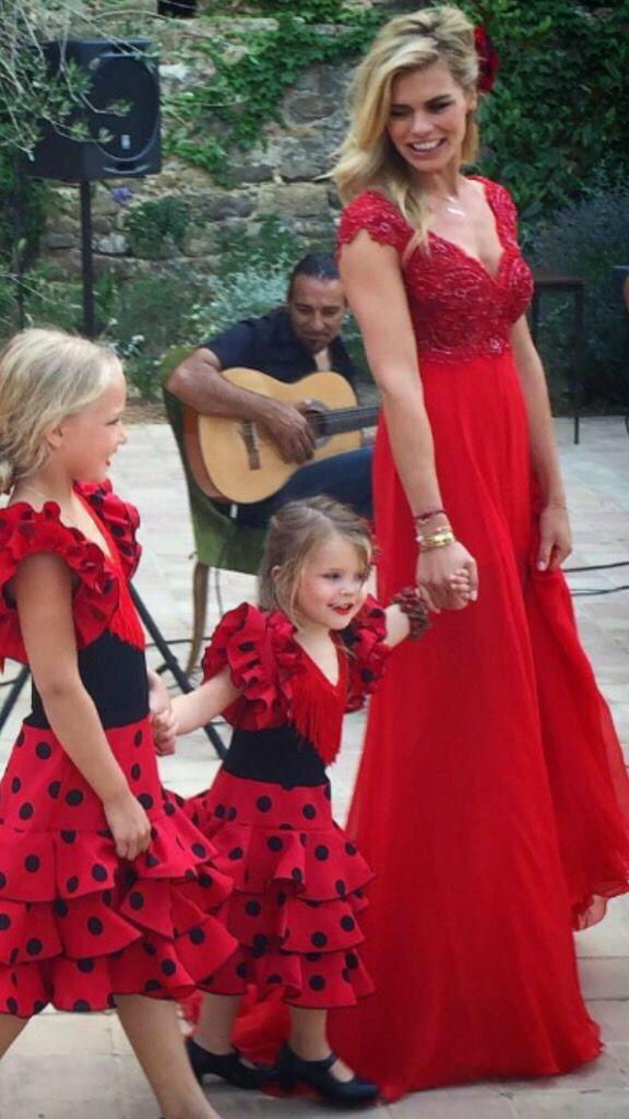 Nicolette van Dam in rode chiffon couture jurk van Addy van den Krommenacker op haar pre-wedding party