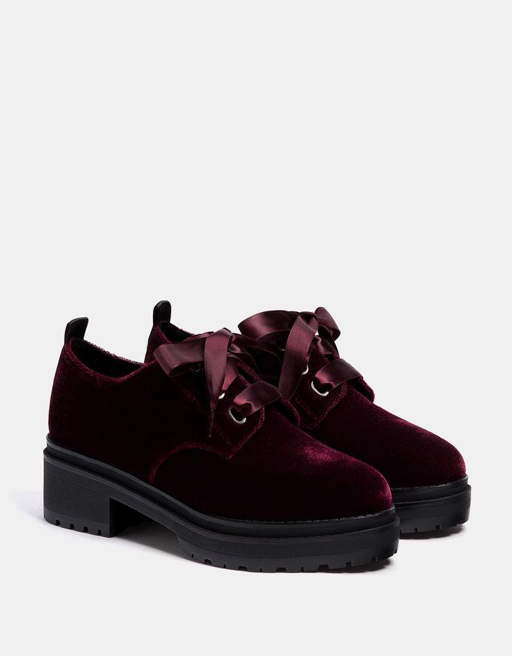 Chaussures compensées velours. Découvrez cet article et beaucoup plus sur Bershka, nouveaux produits chaque semaine.