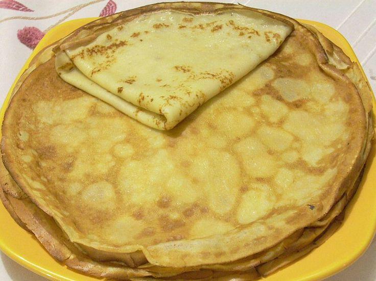 Crêpes.     250 g defarine, 4 oeufs, 1/2 l delait, 1 pincée sesel, 2 cuillères à soupe desucre, 50 g debeurrefondu.  Mettre la farine dans un saladier avec le sel et le sucre. Faire un puits au milieu et y verser les oeufs légèrement battus à la fourchette. Commencer à incorporer doucement la farine avec une cuillère en bois. Quand le mélange devient épais, ajouter le lait froid petit à petit, on peut utiliser un fouet mais toujours doucement pour éviter les grumeaux.  2Quand tout le…