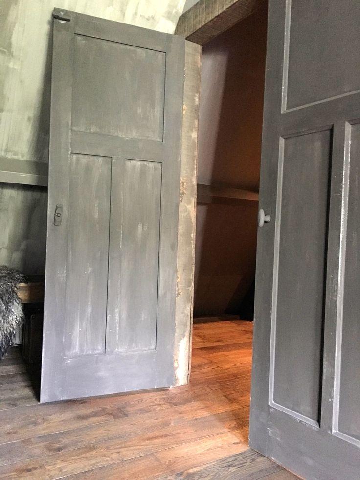 Een poos geleden vroeg Benita of ik mee wilde doen aan de Photodiaries op De Wemelaer. Ik heb lang geaarzeld maar doe nu mee aan de binnenkijker met als insteek: ons huis en haar bewoners. Mijn naam is Marion, ik woon hier met man, 2 honden, 5 katten en 6 kippen.