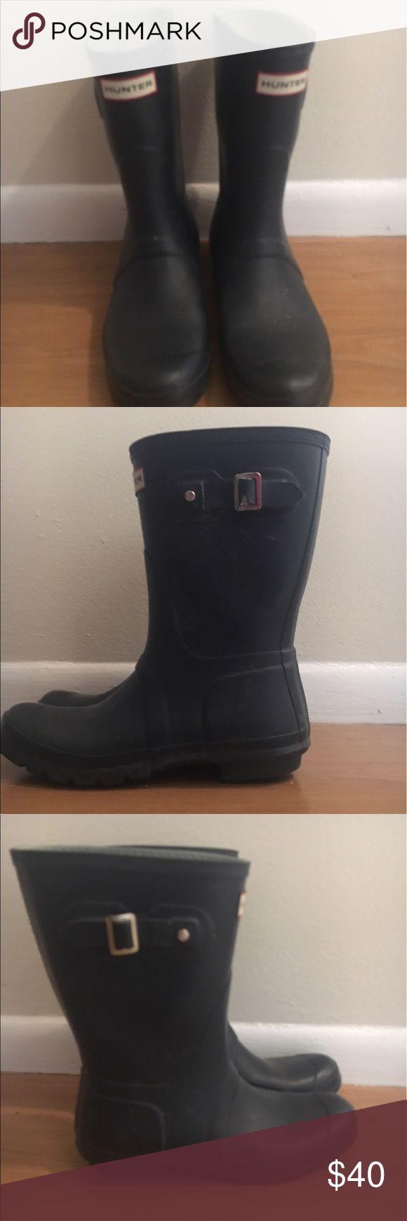 Hunter Navy short rain boots! Size 10 Gently used. Short Hunter Rain Boots, Size 10! Hunter Boots Shoes Winter & Rain Boots