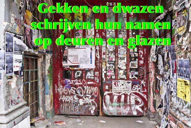 Gekken en dwazen schrijven hun namen op deuren en glazen. #spreuk #gezegde