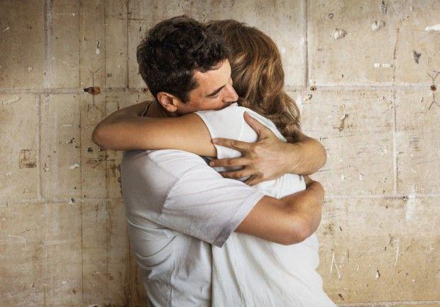 Les câlins, un bon moyen de lutter contre le rhume http://www.elle.fr/Love-Sexe/News/Les-calins-un-bon-moyen-de-lutter-contre-le-rhume-2871374