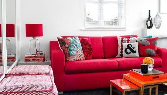 persiana para sala com sofá vermelho