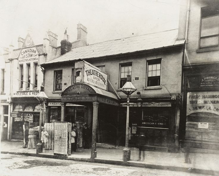 Theatre Royal at the King Street entrance in Sydney in 1882.