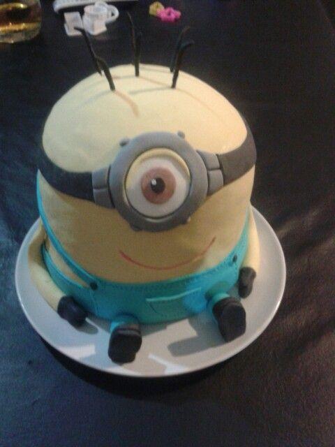 Cake minions Mi primer torta realizada por un pedido muy especial.