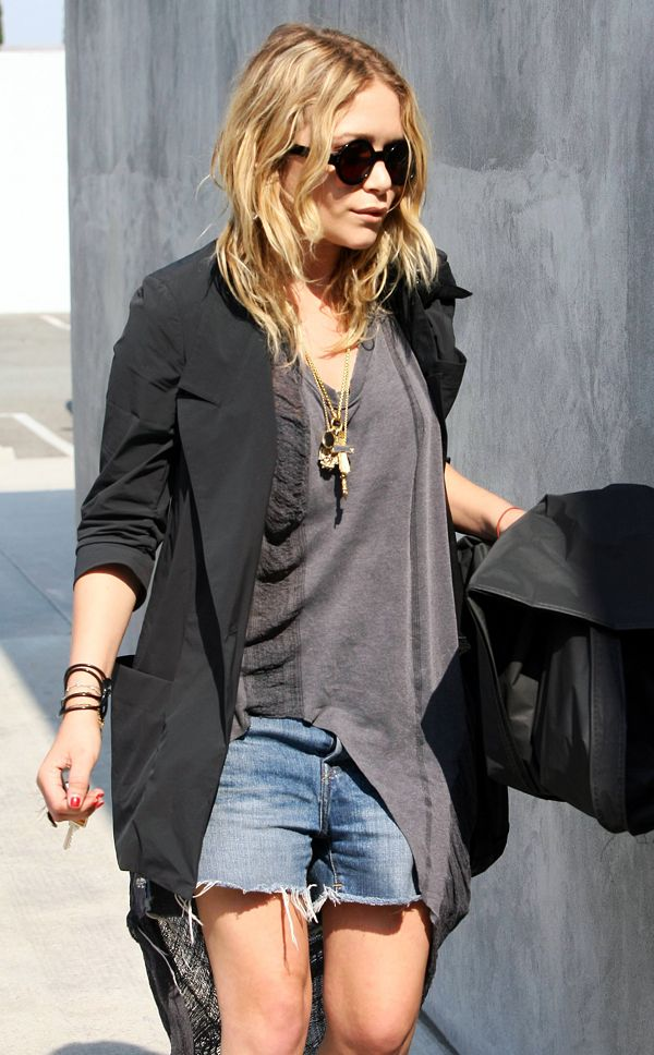MK MARY KATE OLSEN CUT OFF DENIM SHORTS RIP LONG DIP BACK GREY GRAY TEE SHREDDED BLACK BLAZER ROUND BLACK SUNGLASSES LAYERED GOLD CHARM NECKLACES RUBBER BRACELETS