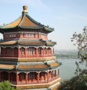 Palacio de Verano 颐和园 (Beijing)  Es el parque de China más grande y mejor conservado. Su construcción comenzó en 1750, fue un lujoso jardín de descanso para las familias reales y a finales de la dinastía Qing se convirtió en la residencia principal de los miembros de la familia real.