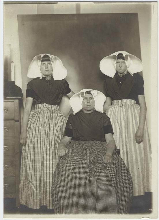 Dutch women immigrants at Ellis Island, New York