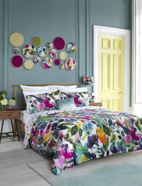 Pretty fabric with a watercolor aesthetic. The great-looking walls are a gray with a blue undertone...the new hot color replacing (I hope) Boring Beige! from #Bluebellgray 4-Mode-bedding