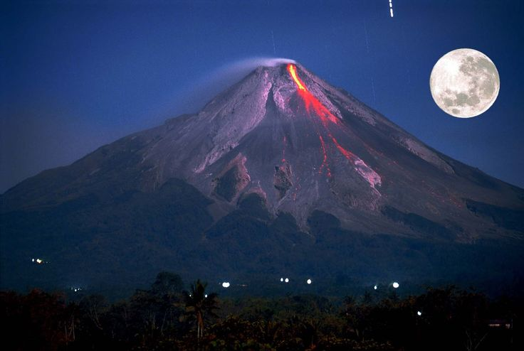 Lava tumbling down Merapi, Tlogolele, Selo, Indonesia ~ by Bert Lanting Fotogray