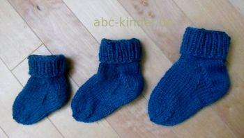 Stricken Sie Babysocken in 3 Größen einfach selber mit unserer kostenlosen Anleitung. Profitieren Sie von unseren Tipps für gestrickte Babyschühchen.