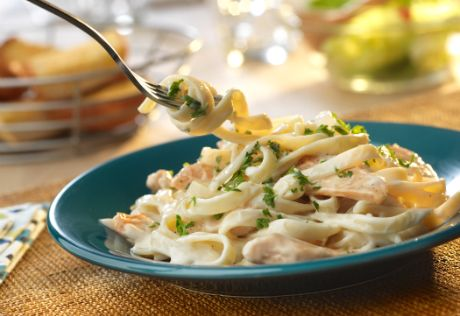 Seasoned, sautéed boneless chicken breast strips and fettuccine are bathed in a savory garlic and Parmesan Alfredo sauce. The result is a mouth-wateringdish that can't be beat!