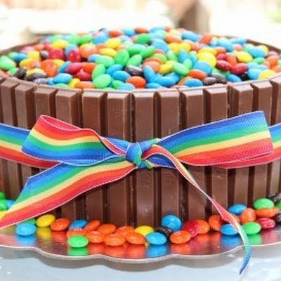 Idea for mom's b-day: Flower Bucket. Kit Kats for barrel. Oreos for dirt. Flowers out of frosting and gummy worms.