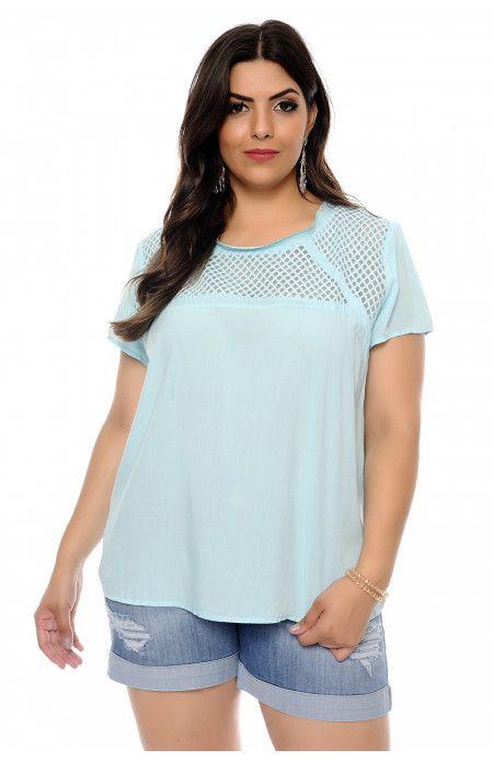 273b1cbc06 Blusa plus size azul clara de decote redondo e manga curta confeccionada em  viscose