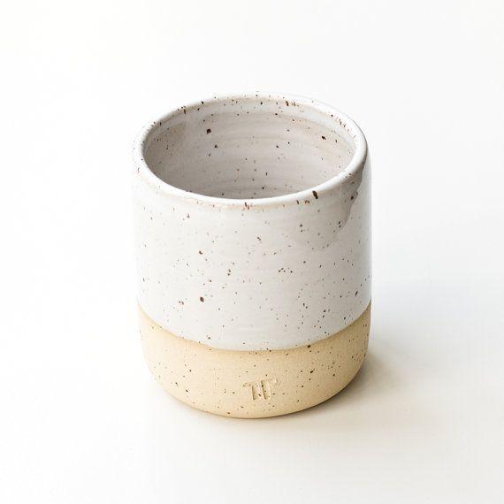 Minimalistischer Becher für Kaffee, Tee // handgefertigte Tasse mit weißer…