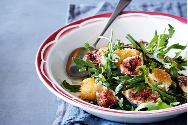 Fig & fried goat's cheese salad with balsamic syrup