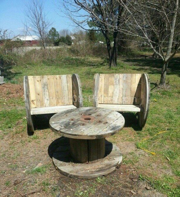 Upcycled Pallet And Spool For This Outdoor Garden Set • 1001 Pallets
