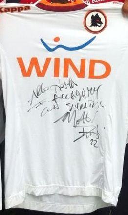 Mattia Destro ha omaggiato la Roma Football Academy regalando una sua maglia da gioco!