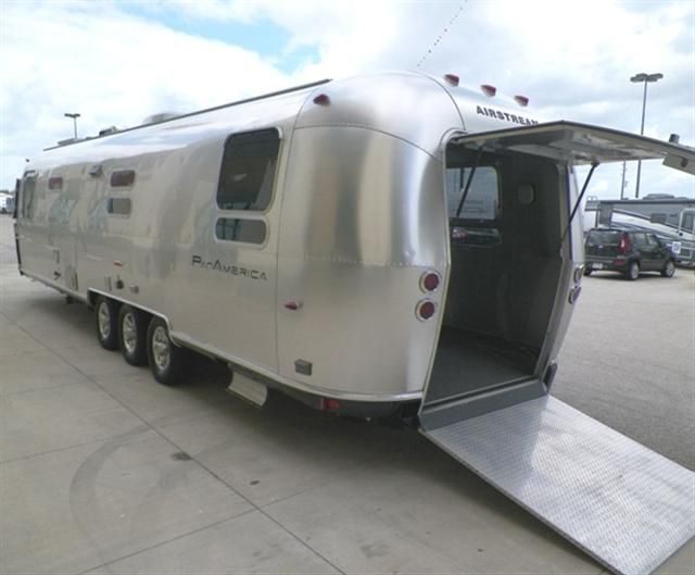 used 2009 airstream airstream travel trailer toyhauler for sale in katy tx kat267306a. Black Bedroom Furniture Sets. Home Design Ideas