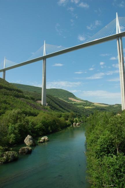 Le viaduc de Millau, crosses River Tarn in southern France