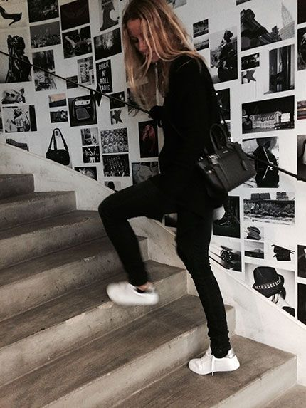 Graphic black & white, basics and details, discover Carol Gerland's look of the day on zadig-et-voltaire.com