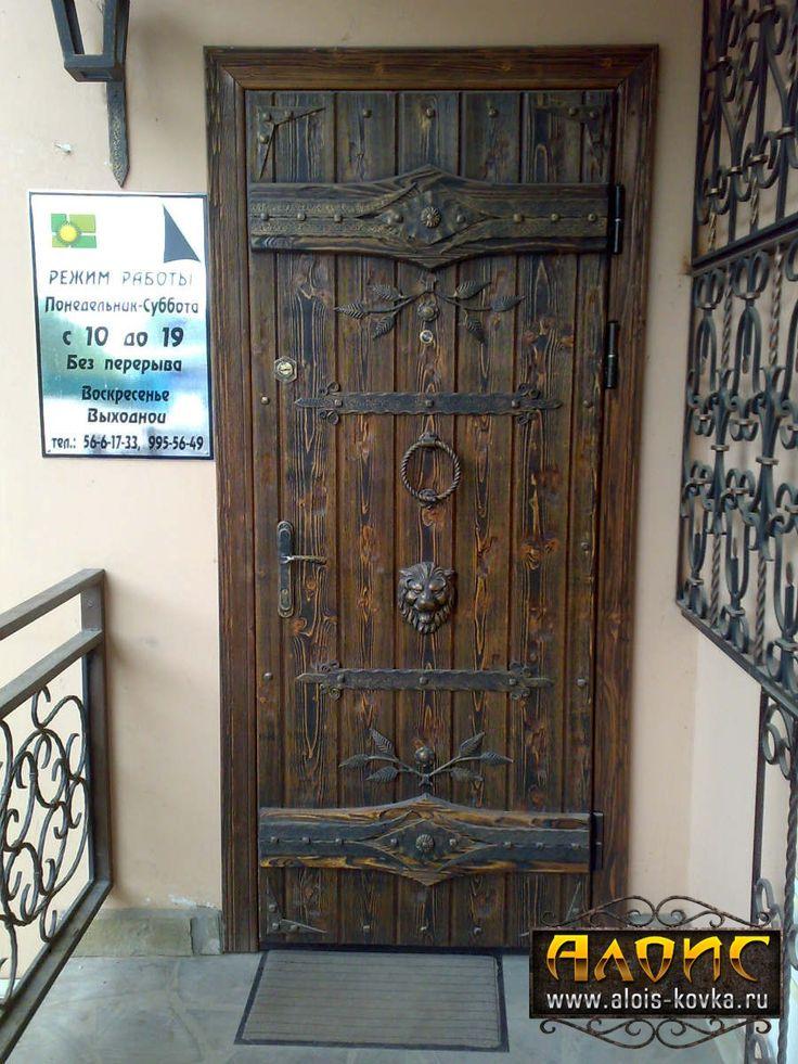 двери с элементами ковки