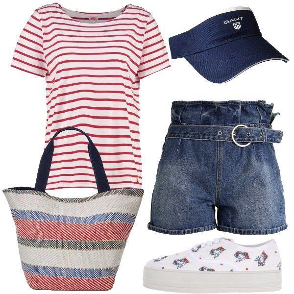 I pantaloncini in jeans blu lavaggio medio scuro hanno la vita alta sottolineata da cintura nello stesso tessuto e motivo di pieghe . L'abbiniamo alla t-shirt bianca a righe rosse con maniche corte. Ai piedi sneakers bianche con para alta e fantasia di unicorni colorati. Come borsa un modello da spiaggia in tessuto a righe bianche rosse e bluette. Per finire visiera in tessuto blu con logo bianco sul davanti.