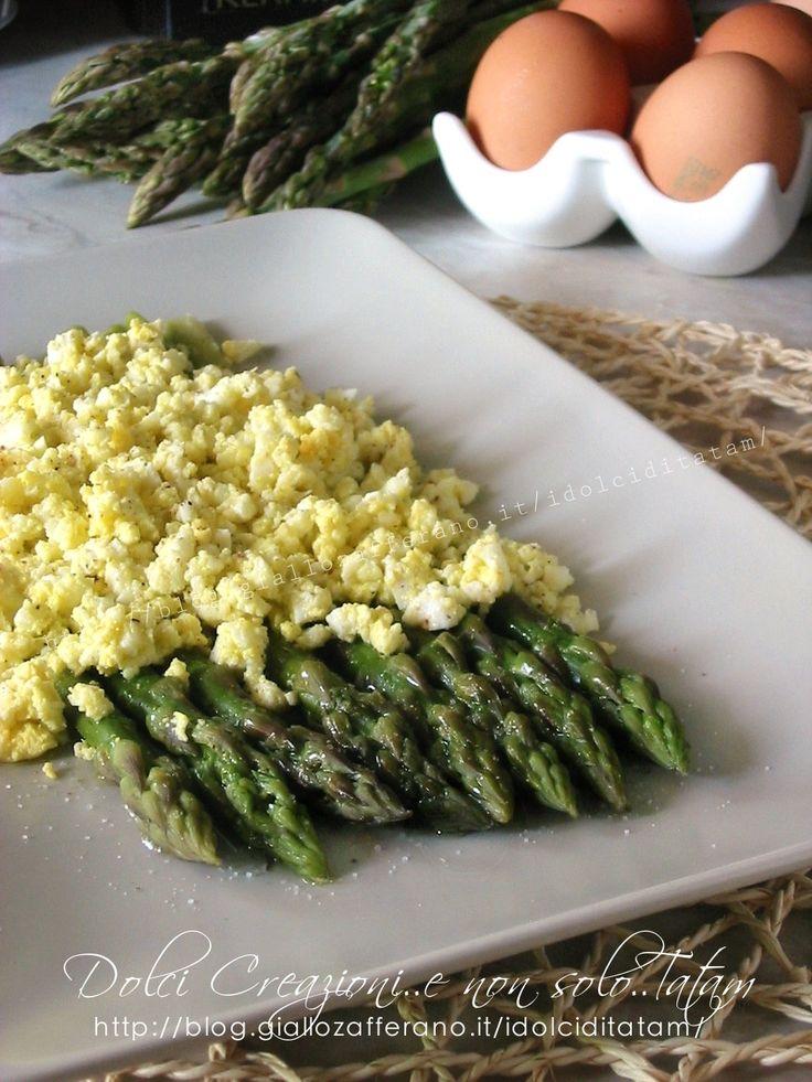 Asparagi con mimosa di uova sode