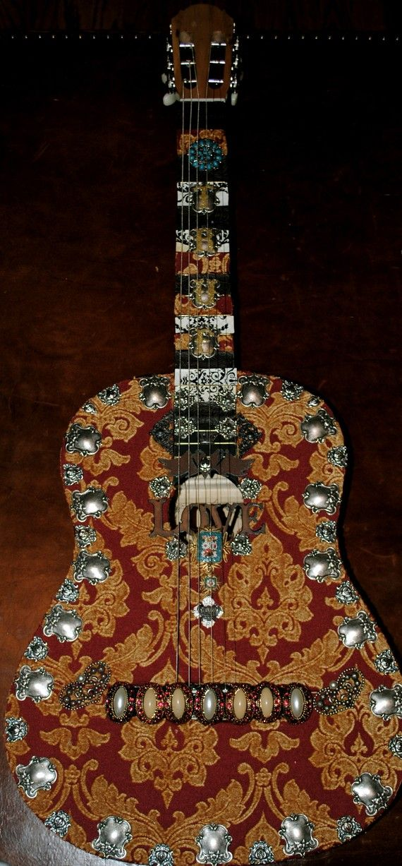 Cool vintage guitar =)